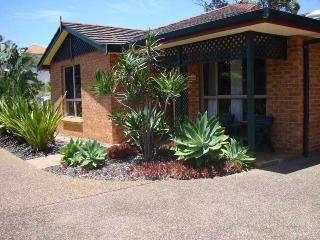 Perfect Villa with Television and DVD Player - Blueys Beach vacation rentals