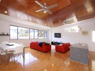 3 bedroom House with Dishwasher in Blueys Beach - Blueys Beach vacation rentals