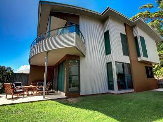 Beautiful 3 bedroom Blueys Beach House with Balcony - Blueys Beach vacation rentals
