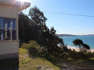 Beautiful House in Seal Rocks with DVD Player, sleeps 6 - Seal Rocks vacation rentals