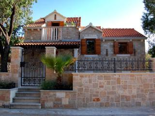 2 bedroom Villa with Internet Access in Nerezisca - Nerezisca vacation rentals