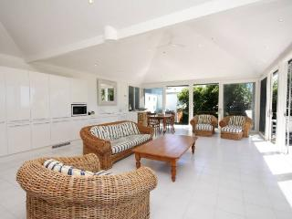 Perfect 1 bedroom Blueys Beach House with Dishwasher - Blueys Beach vacation rentals