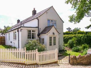 THE OLD SMITHY, woodburner, WiFi, off road parking, pet-friendly cottage in Dottery, Ref. 924953 - Bridport vacation rentals