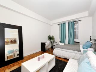 Gorgeous 3 BR / 4 BEDS Near Central Park - West New York vacation rentals