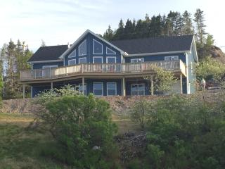 Beautiful House with Deck and Washing Machine - Trinity vacation rentals