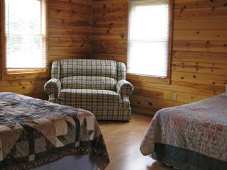 Southern Farmhouse - Rogers vacation rentals