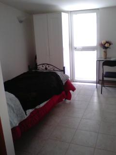 Gorgeous Condo with A/C and Linens Provided - Bari vacation rentals