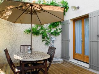 Nice Gite with Internet Access and A/C - Merindol vacation rentals