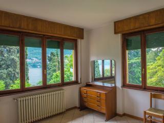 una finestra sul lago di Como - Carate Urio vacation rentals