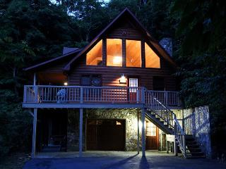 3 Level Log Cabin With Privacy, Hot Tub & WiFi! Decorated For Christmas! - West Jefferson vacation rentals