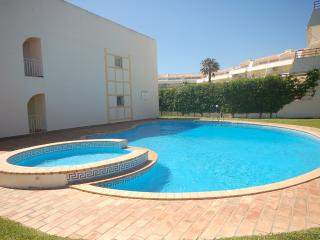Beautiful Condo with Internet Access and Dishwasher - Vilamoura vacation rentals