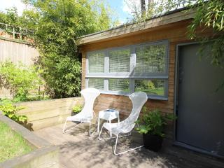 Sunny Studio with Private Garden N6. - London vacation rentals