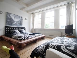 2 Private rooms in historical house old center Dam - Amsterdam vacation rentals