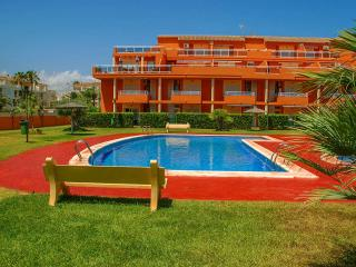 3 bed GF corner apt. with garden,aircon,wifi - Denia vacation rentals