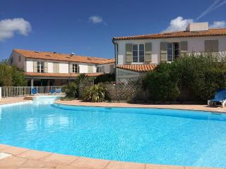 Nice Condo with Internet Access and Television - La Couarde vacation rentals