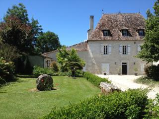 Le Manoir du Bout du Pont and its apartment - Agnac vacation rentals