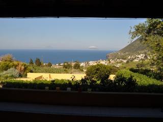 Casa Arancio, casa panoramica in zona tranquilla - Salina vacation rentals