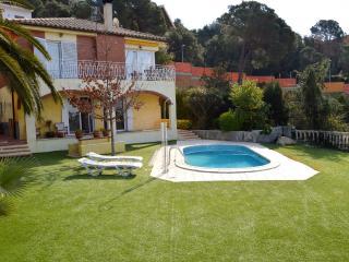 Nice Villa in Tossa de Mar with Washing Machine, sleeps 12 - Tossa de Mar vacation rentals