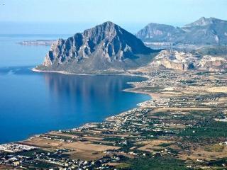 Cornino Villetta a solo a 50 Mt dal mare - Custonaci vacation rentals