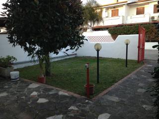 Villino a piano terra con giardino e veranda - Sabaudia vacation rentals