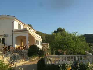 Nice Townhouse with Garden and Short Breaks Allowed - Scialara vacation rentals