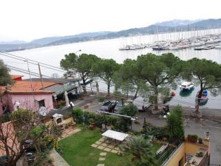 direttamente sul mare,indipendente,fronte spiaggia - Portovenere vacation rentals