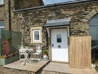 THE MISTLE CARR FARM, wing of owner's home, mezzanine double, pet-friendly, walks from door, near Hebden Bridge, Ref 925231 - Hebden Bridge vacation rentals