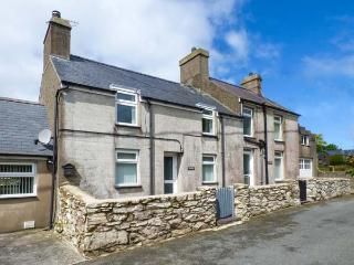 TIR BEDW, semi-detached, woodburner, ample parking, garden, in Morfa Nefyn, Ref 925707 - Morfa Nefyn vacation rentals