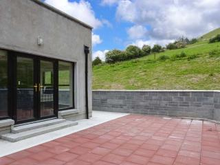 HANNON'S COUNTRY FARMHOUSE, woodburner, en-suite, pet-friendly, renovated property near Ballymote, Ref. 30562 - Ballymote vacation rentals
