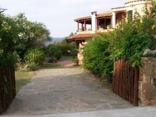 Villa near San Teodoro with lovely garden - San Teodoro vacation rentals
