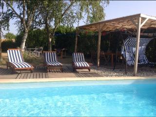 Location maison de charme avec piscine et yourte - Tournon-sur-Rhone vacation rentals