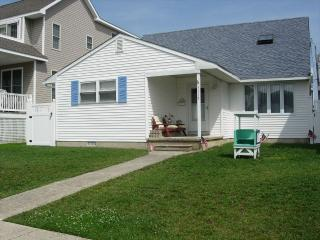 Cozy 2 bedroom Strathmere House with Deck - Strathmere vacation rentals