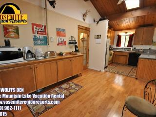 WIFI 1m> Pool & CountryClub Sleeps 8 25m> Yosemite - Groveland vacation rentals
