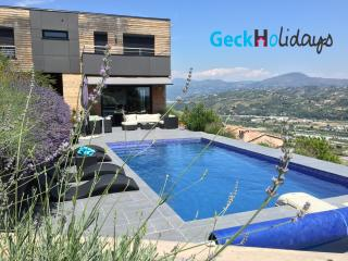 VILLA LILY WITH PRIVATE POOL 3 BEDROOMS - Saint-Laurent du Var vacation rentals