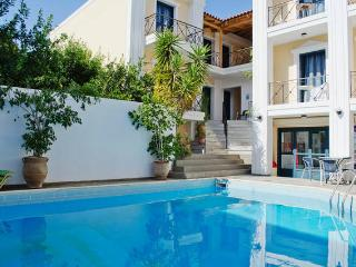 5pers. Apartment with pool 50m from the beach. - Agia Pelagia vacation rentals