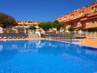 4 bedrooms. 3 levels. Ocean view. - Playa de Fanabe vacation rentals