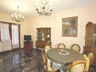 Apartment near centre with 15 GB wifi, 4 bike rent - Rome vacation rentals