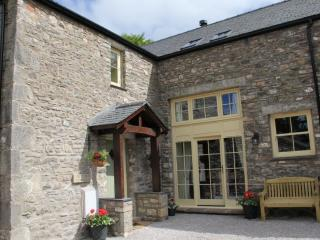 AUTUMN COTTAGE, Barrows Green, Kendal, South Lakes - Sedgwick vacation rentals