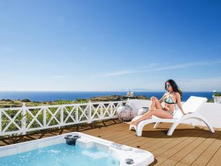 """OIA SUNSET VILLAS"" - villa ""PEARL"" Pool & Spa - Oia vacation rentals"