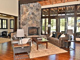 4BR, 4.5BA Luxury Golf Course Home in Truckee with Private Hot Tub - Truckee vacation rentals