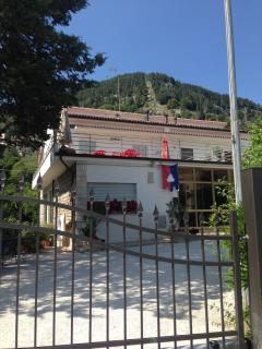 Cozy 2 bedroom Gubbio Townhouse with Dishwasher - Gubbio vacation rentals