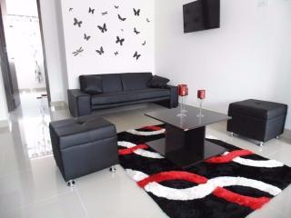 BEAUTIFUL & MODERN 3 BEDROOM APARTMENT IN LAURELES - Medellin vacation rentals