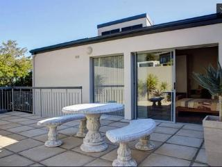 Camps Bay Modern Self Catering Unit - Bakoven vacation rentals