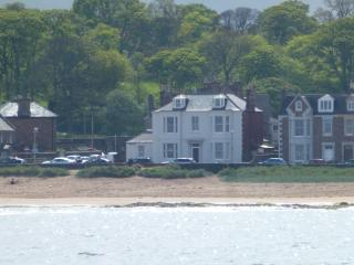 Beachfront ground flat - fab views across Forth - North Berwick vacation rentals