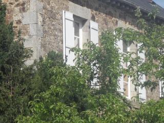 Ancien presbytère près de Dinan, DInard et St Malo - Caulnes vacation rentals