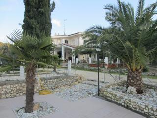 appartamenti in villa con piscina - Peschici vacation rentals