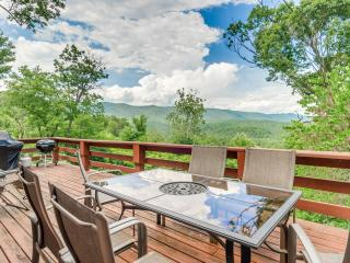 Comfortable 3 bedroom Luray House with Deck - Luray vacation rentals