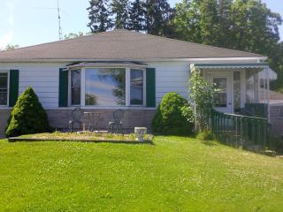 Charlotte's Cottage-Lake Simcoe - Keswick vacation rentals