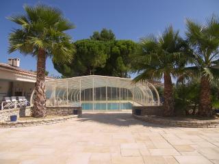 Coté Provence avec piscine couverte et chauffée - Saint Just vacation rentals