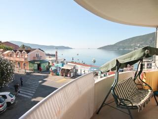 Apartment overlooking the Bay, to the sea 30 m - Igalo vacation rentals